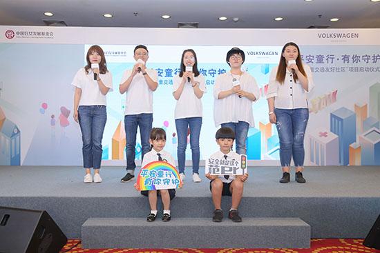 1 中国传媒大学AZA微唱团和小朋友们现场献唱《小指头的约定》.jpg