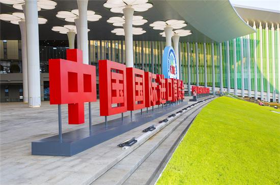 首届进博会今日开幕 跨国车企聚焦前沿技术