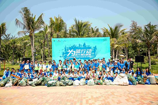 """1-""""绿动未来""""志愿者们通过自己的身体力行收获战果,使海滩重现洁净 .jpg"""