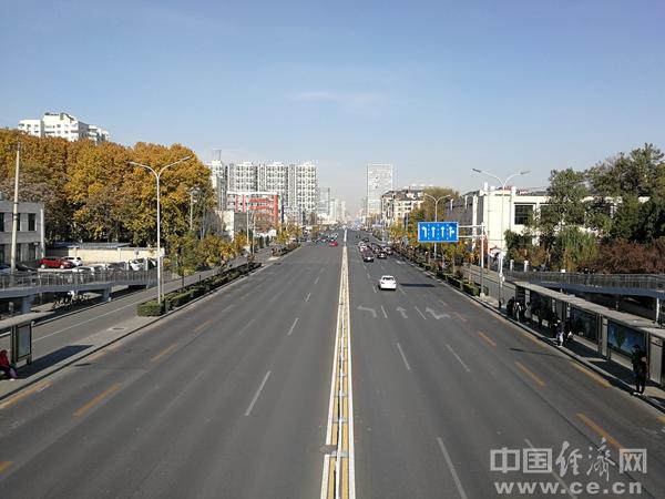 YD1811105马路徐菁交通出行.jpg