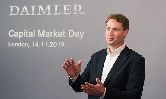 Daimler Kallenius hands web.jpg