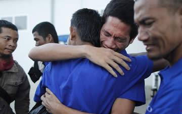 遭索马里海盗劫持4年半 部分获救中国船员启程回国