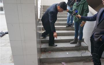 河南濮阳一小学如厕时发生踩踏 已致1人死22人伤