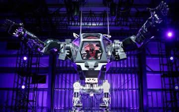 世界首款载人机器人亮相 高4米画面相当带感