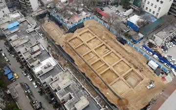 郑州闹市区现大型考古工地 古都下面全是宝贝