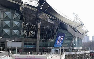 上海虹口足球场发生火灾 无人受伤