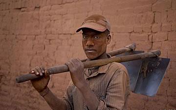 五一劳动节 聚焦各国底层劳工生存现状