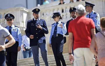中国警察再度亮相罗马:街头与游客交谈