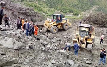 四川茂县新磨村山体垮塌 100余人被掩埋