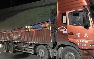 男子约顺风车竟来了辆大货车 司机:别怕我是老司机