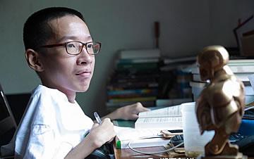 中国版霍金!轮椅学霸男孩高分考入大学