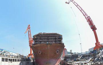 我国建造世界首艘深海采矿船