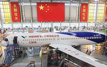 C919大型客机102架机完成整机喷漆