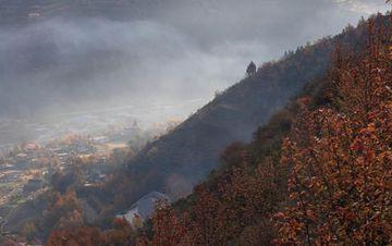 初冬时节,四川大金川河谷层林尽染