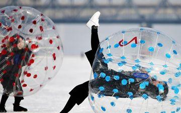松花江冰封雪覆 变成天然乐园