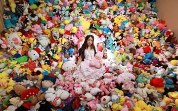 90后女孩一年花4万元抓7千个娃娃