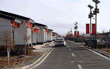 """内蒙古""""光伏村""""的新生活 有农民年均收入10万"""