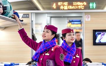 高铁上的春运姐妹花