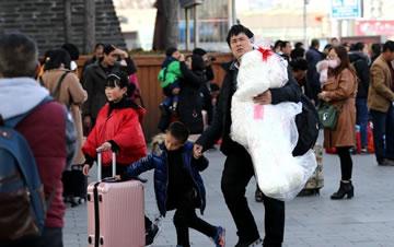 春节小长假结束 西安迎返程客流高峰