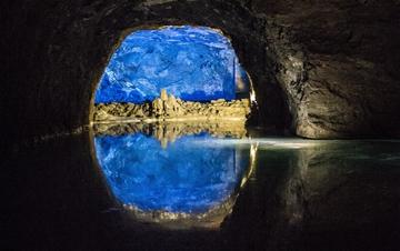 探秘欧洲最大地下湖 如置神秘梦幻王国