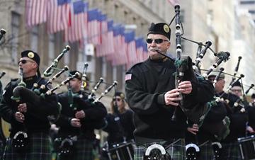纽约举行圣帕特里克节大游行
