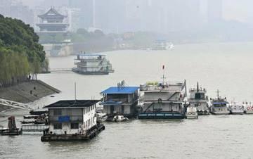 长沙湘江水涨 当地启动首轮防汛应急值班