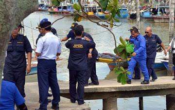 马来西亚倾覆挖沙船中又救出两名中国船员