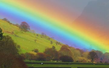 """英国乡村现""""双彩虹"""" 绝美色彩美轮美奂"""