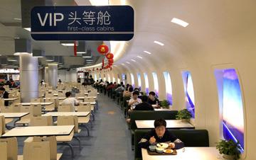 南京一高校打造航空机舱主题食堂 颜值逆天备受青睐