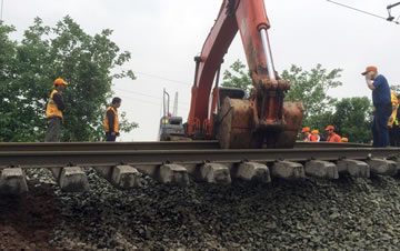 京广普速下行线路基塌陷 部分列车晚点或停运