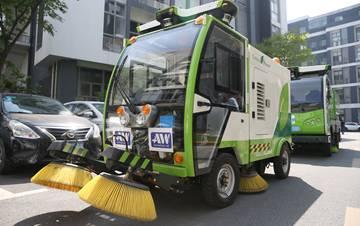 无人驾驶清洁车队在上海亮相