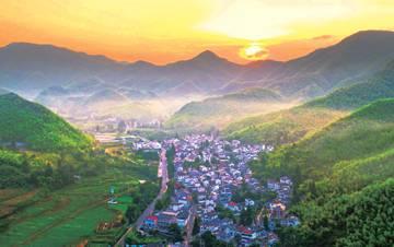 """[深读经济]浙江湖州""""绿水青山就是金山银山"""""""