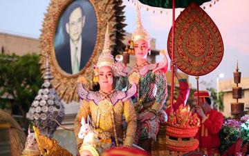 泰国举办花车巡游庆祝建都236周年