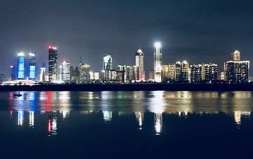 南昌一江两岸灯光秀 293栋建筑夺吉尼斯纪录