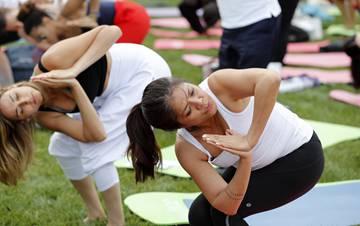 """联合国总部举行""""国际瑜伽日""""活动"""