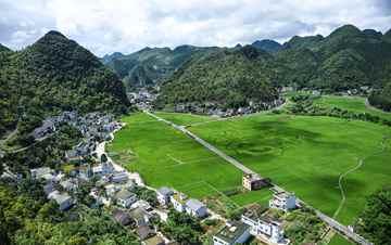 贵州万峰林山形奇秀