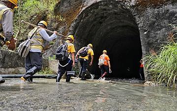 贵州:隧道守护者 忙碌在汛期