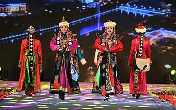 甘肃肃北:八省区蒙古族服饰艺术节开幕