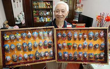 上海:八旬老人鸡蛋壳上画108将脸谱