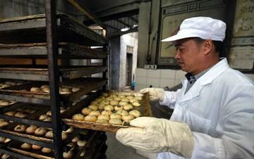 探访杭州土灶月饼 手工烤制传承百年