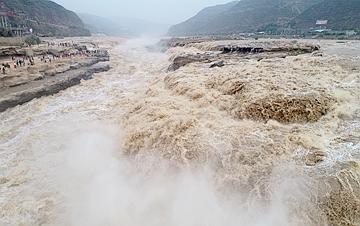 陕西:壶口瀑布水势磅礴