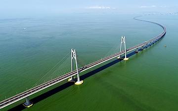 一桥越沧海――写在港珠澳大桥开通之际