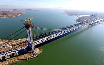 河北怀来:官厅水库公路大桥主桥合龙