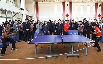 习近平和巴新总理出席中国援建的布图卡学园启用仪式