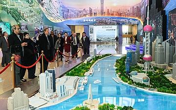 庆祝改革开放40周年大型展览迎来外宾专场