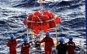 """中国""""彩虹鱼""""水下定位系统首次测出万米深海底坐标"""