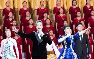 庆祝改革开放40周年文艺晚会《我们的四十年》举行