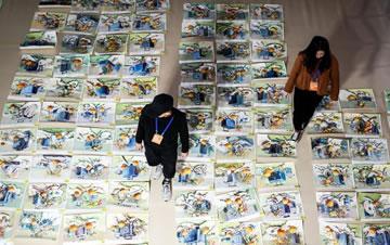 探秘山东美术统考阅卷现场 万张考卷平铺