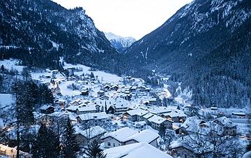 瑞士山村清晨美景 宛如童话世界