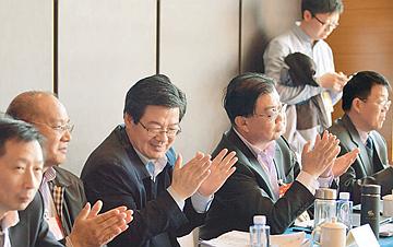 【两会瞬间】全国政协农业界别委员举行小组会议